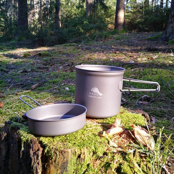 TOAKS Ultralehký titanový hrnec 1100 ml s pánvičkou v lese2