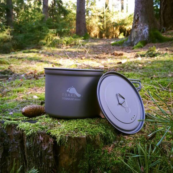 TOAKS Ultralehký titanový hrnec 900ml v lese